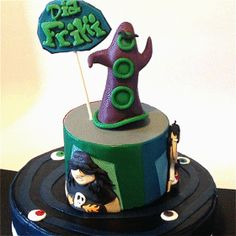 Tarta día del Tentáculo. ¡Feliz día del ORGULLO FRIKI 2014!   //  Day of the tentacle cake. Happy nerd pride day! mayer's cakes Day Of The Tentacle, Pride Day, Cupcakes, Nerd, Birthday Cake, Desserts, Happy Day, Pies, Tailgate Desserts
