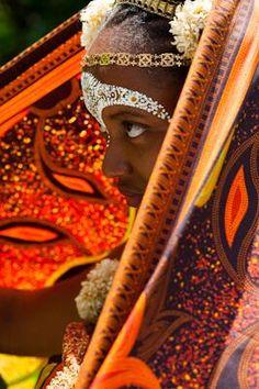 La femme mahoraise : Msindzano et kishali : L'esthétique féminine aux sonorités sultanes, malgaches, indienne pic.twitter.com/9j6NJKe1pt via @Ile_de_Mayotte