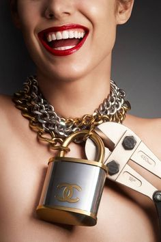 Chanel Jewelry Collection & more Details Fall Accessories, Jewelry Accessories, Fashion Accessories, Chanel Necklace, Chanel Jewelry, Jewellery, Gold Jewelry, Coco Chanel, Gold Chain With Pendant
