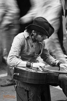 Street musician in Dublin