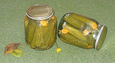 Bunătăţi din bucătăria Gicuței: Castraveţi in oţet(bulgăreşti) Canning Pickles, Hungarian Recipes, Pastry Cake, Canning Recipes, Celery, Preserves, Cucumber, Food And Drink, Vegetarian