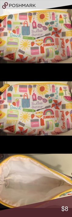 Clinique make up bag Make up bag by clinique! Clinique Bags Cosmetic Bags & Cases