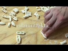 Gırniş | Çeçenler'in Meşhur Yemeği Nasıl Yapılır | Gılniş | Çılgırnış | Cırgındış - YouTube Pasta Recipes, Cooking Recipes, Queso, Healthy Dinner Recipes, Food And Drink, Meals, Cookies, Youtube, Gnocchi