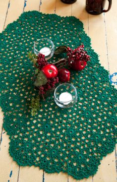 Holiday or Any Day Table Runner Free Crochet Pattern from Aunt Lydia's Crochet Thread