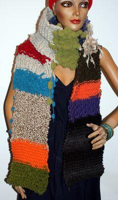 grob gestrickter Schal mit Pemal Grob, Shawls, Scarves, Colours, Fashion, Ponchos, Scarf Crochet, Scarf Knit, Hand Crafts