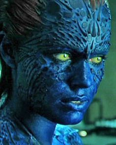 Featuring Rebecca Romijn[-Stamos] as the blue shape-shifting mutant Mystique from the X-Men movies. Mystique Marvel, Rebecca Romijn Mystique, Rebeca Romijn, Jennifer Lawrence Mystique, Rebecca Romijn Stamos, Mystique Costume, Cosplay Makeup Tutorial, Comic Villains, Makeup Gallery