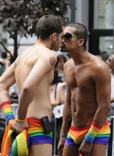 Kissing with PRIDE!