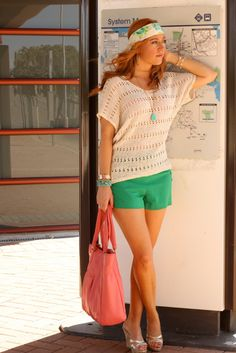 Green shorts and woven sweater, how to wear a headscarf Cute Simple Outfits, Cute Outfits, Work Outfits, Forever 21 Outfits, Green Shorts, Minimal Fashion, Affordable Fashion, What To Wear, Summer Outfits