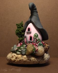 Polymer Clay Fairy House by missfinearts. on - Polymer Crafts Polymer Clay Fairy, Fimo Clay, Polymer Clay Projects, Polymer Clay Creations, Clay Fairy House, Fairy Houses, Garden Houses, Gnome House, Crea Fimo