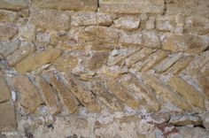 Detalle del 'opus spicatum', en la portada prerrománica. Sant Esteve de Canapost. Siglos IX - XII. Canapost. Girona