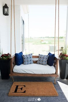 Reclaimed Wooden Porch Swing with Thick Rope Diy Outdoor Furniture, Furniture Projects, Outdoor Decor, Outdoor Ideas, Outdoor Rooms, Outdoor Living, Backyard Furniture, Rustic Furniture, Painted Furniture