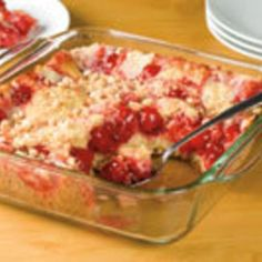 Impossible Cherry Pie I love these, oh so easy, Bisquick recipes- don& you -If you have never tried an impossible pie -give this one a try you will love it- and your family will be amazed! Cherry Desserts, Cherry Recipes, Easy Desserts, Delicious Desserts, Yummy Food, Cherry Cake, Baking Desserts, Yummy Yummy, French Toast