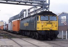 57009 on a Freightliner train to Crewe in Liverpool docks, July Electric Locomotive, Diesel Locomotive, Liverpool Docks, Rail Train, Train Room, British Rail, Train Pictures, Diesel Engine, Model Trains