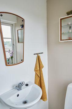 Boligreportage hjemme hos @mortilmernee | Boligmagasinet.dk Bauhaus, Ikea, Sink, Home Decor, Bathroom, Sink Tops, Washroom, Vessel Sink, Decoration Home