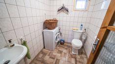 Modern, igényes tanya Békéscsaba határában eladó! - IngatlantanácsadóIngatlantanácsadó Toilet, Bathroom, Modern, Bath Room, Litter Box, Bathrooms, Bath, Toilets, Bathing