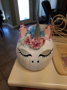Painted unicorn pumpkin for a contest! The post DIY Painted Fall Pumpkin appeared first on Halloween Pumpkins. Unicorn Pumpkin, Scary Pumpkin, Cute Pumpkin, Diy Pumpkin, Pumpkin Crafts, No Carve Pumpkin Ideas, Pumpkin Hat, Pumpkin Decorating Contest, Pumpkin Contest