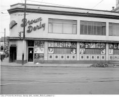 The BROWN DERBY (Opened from 1949 until at the northeast corner of Yonge and Dundas Streets. Adelaide Street, Yonge Street, Toronto Ontario Canada, Canadian History, Old Images, City Streets, Vintage Photographs, Night Life, Past