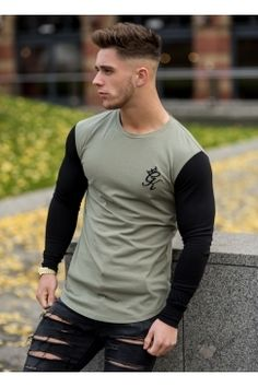 Long Sleeve Contrast Fitted T-Shirt - Vetiver/Black Raw Clothing, Mens Clothing Styles, Muscular Men, Gentleman Style, Casual Looks, Men Casual, Mens Fashion, Urban Fashion, Menswear