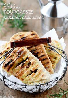Alter Gusto | Petites fougasses express aux olives (cuisson au grill) -Si simples et rapides à cuisiner, avec une cuisson pratique sur un gril ou un barbecue, elles sont juste parfaites pour lancer la saison estivale
