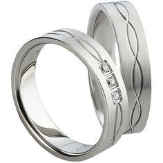 Snubní prsteny T1022 Snubní prsteny vyrobeny z chirurgické oceli rovného profilu s matnou povrchovou úpravou. Dámská varianta je doplněna zirkony. #aiola #wedding #rings #engagement #svatba #snubni #prsteny #chirurgicka #ocel