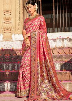 Designed with simplicity with a touch of soberness in its work makes a masterpiece. Create a smoldering impression by this hot pink and yellow faux georgette shaded saree. The brilliant dress creates . Designer Sarees Wedding, Indian Designer Sarees, Saree Wedding, Chanderi Silk Saree, Lehenga Choli, Sari, Saree Models, Fancy Sarees, Traditional Sarees