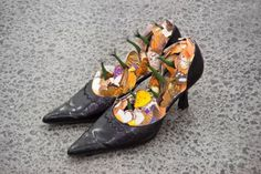 peter-madden-mothers-shoes-2007-image-courtesy-of-the-artist-and-michael-lett-auckland.480.320.s.png (480×320)