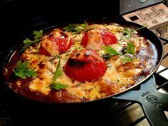 神奈川県の「湘南のきらめき」トマトのチーズ焼きカレー!トマトを加熱してリコピン摂取!(^o^) 手前のトマトの顔がいい!(^o^) - 267件のもぐもぐ - 余ったピザ生地すいとんのニコニコトマトチーズ焼きカレー by pesce0414