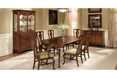 The Drexel Heritage Madison Cherry II Dining Room is comfortable and classic, easily fitting in with any home decor style. Find beautiful Drexel Heritage furniture at West Coast Living!