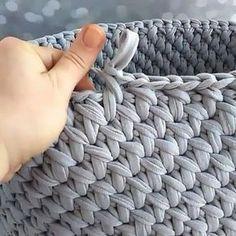 23 Clever DIY Christmas Decoration Ideas By Crafty Panda Crochet Bowl, Crochet Yarn, Crochet Stitches, Knitting Patterns, Crochet Patterns, Crochet Cushions, Crochet Videos, Knitted Bags, Learn To Crochet
