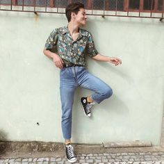 Veja como usar moda retrô no seu estilo, com dicas simples. Retro Outfits, Boy Outfits, Vintage Outfits, Casual Outfits, Fashion Outfits, 90s Outfit Men, Vintage Clothing Styles, Jeans Fashion, Fashion Clothes
