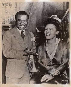 Louis Armstrong & Billie Holiday on the set of Arthur Lubin's New Orleans - So much musical genius in one photo! Louis Armstrong, Billie Holiday, Jazz Artists, Jazz Musicians, Divas, Smooth Jazz, Nova Orleans, Lady Sings The Blues, Cinema