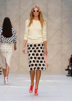 Monochrome lace pencil skirt with pale yellow twist back knit - The Burberry Prorsum S/S14 Collection