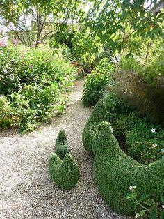 Topiary Green Home (topiary chickens / english garden / Green Home) - Garden Paths, Garden Art, Garden Landscaping, Garden Ideas, Garden Show, Dream Garden, English Garden Design, Topiary Garden, Natural Garden