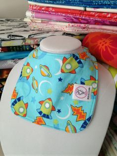 Small Round Bibs: Top layer: cotton Hidden: Regular weight Organic Bamboo Fleece Back: PUL Wear this print side up to absorb drool or other liquidy Diapers Online, Harp, Cloth Diapers, Bibs, Shopping, Dribble Bibs, Burp Cloths, Aprons