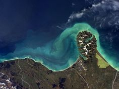 Astronaut shares stunning pictures of Earth taken from the International Space Station - Mirror Online Space Tv, Space Music, Mirrors Online, Space Images, Amazing Spaces, Natural Wonders, Science And Technology, Aviation, Beautiful Places