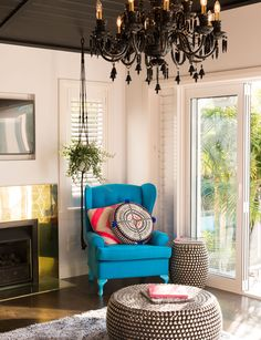 Inside Augustine designer Kelly Coe's St Heliers home Wall Colors, House Colors, Home And Living, Living Room, How To Hang Wallpaper, Inside Home, Timber Flooring, Queen, Play Houses