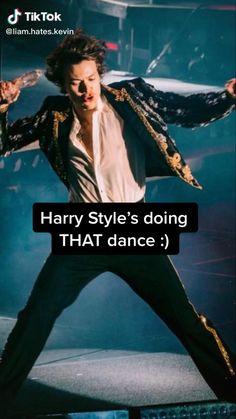 Harry Styles Singing, Harry Styles Eyes, Harry Styles Funny, Harry Styles Baby, Harry Styles Pictures, Harry Edward Styles, One Direction Videos, One Direction Harry, One Direction Pictures