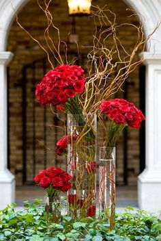 #Romantic floral centerpiece by Pink Poppies in the courtyard of Hacienda Sarria