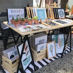 Market Stall Display, Market Displays, Market Stalls, Craft Booth Displays, Art And Craft Shows, Poster Display, Vendor Booth, Art Stand, Driftwood Crafts