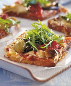 Pizzahtavat lämpimät leivät | Maku I Love Food, Vegetable Pizza, Sandwiches, Snacks, Meat, Chicken, Baking, Cook, Drinks