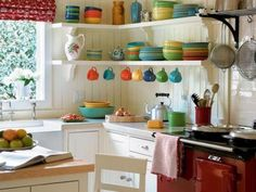 """Splendid – Small Kitchen Design Ideas and Inspiration on HGTV """"I love the simplicity and NO cabinets above the counter. The post – Small Kitchen Design Ideas and Inspiration on HGTV """" . Classic Kitchen, New Kitchen, Kitchen Interior, Vintage Kitchen, Interior Paint, Kitchen Small, Kitchen Country, Kitchen Furniture, Awesome Kitchen"""