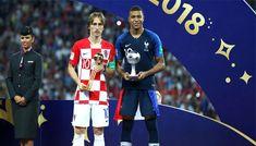 Sebelum melihat Prancis mengangkat trofi Piala Dunia 2018 ini. FIFA akan lebih dulu untuk memutuskan siapa yang layak untuk mendapatkan sejumlah penghargaan dalam turnamen WORLD CUP RUSSIA 2018ini. Berikut inibeberapa penghargaan yang di berikan FIFA kepada pemain dan klub Terbaik diWORLD CUP RUSSIA 2018 :