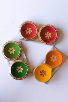 Handcrafted Diwali Diyas with Gold Border (set of Available in different colors. - Clay Diyas - Biodegradable - Double coated to be oil leak proof - Permanent colors - Easy to store and handle Thali Decoration Ideas, Diy Diwali Decorations, Festival Decorations, Diwali Diya, Diwali Craft, Diwali Gifts, Diy Home Crafts, Diy Arts And Crafts, Diwali Painting