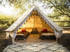Gone Glamping! Images That Will Inspire You to Go Glamping This Summer - Your Daily Dish Bell Tent Glamping, Camping Glamping, Luxury Camping, Camping Hacks, Outdoor Camping, Kayak Camping, Camping Cooking, Camping Essentials, Camping Setup Ideas