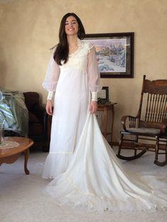 Vintage Ivory Wedding Dress - Retro 60's - 70's