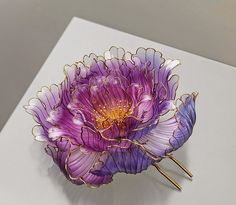 Amazingl Handcrafted Floral Ornaments Kanzashi By Sakae To Inspire ~ Kanzashi is a traditional art of Japan where Japanese hair ornament is most often worn and flaunted on several special occasions and is worn along with a Kimono.