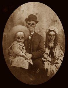 ea0358be94d939805f9571c4594388edc | Halloween Forum Photo Halloween, Vintage Halloween Photos, Halloween Forum, Halloween Pictures, Creepy Halloween, Halloween Horror, Creepy Old Photos, Creepy Images, Creepy Pictures