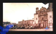 Catedral de Aguascalientes, se observan carros de la época.(foto AGM)