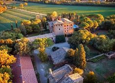 Drone View  #sanfabiano #medieval #castle #landscape #drone #djiphantom #dji #gameofdrones #charming #romantic #events #weddingsinitaly #wedding #destinationwedding #bedandbreakfast #airbnb #tuscany #tuscanychic #tuscanygram #siena #italy #igtuscany