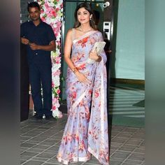 Shilpa Shetty at Diwali Party : Just like what I said for Radhika Apte's MAMI look, as nice as this Anushree Reddy saree is, the lack of originality (a floral printed saree with satin border) made it highly unappealing. The fact that the color looks. Floral Print Sarees, Saree Floral, Lace Saree, Saree Gown, Saree Tassels, Organza Saree, Lehenga Choli, Anarkali, Bollywood Designer Sarees